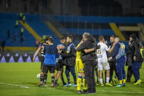 Portiere Stefano Gori del Pisa, abbraccia i compagni dopo la vittoria